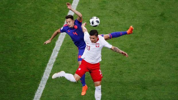 Polandia mendominasi penguasaan bola di 15 menit awal.