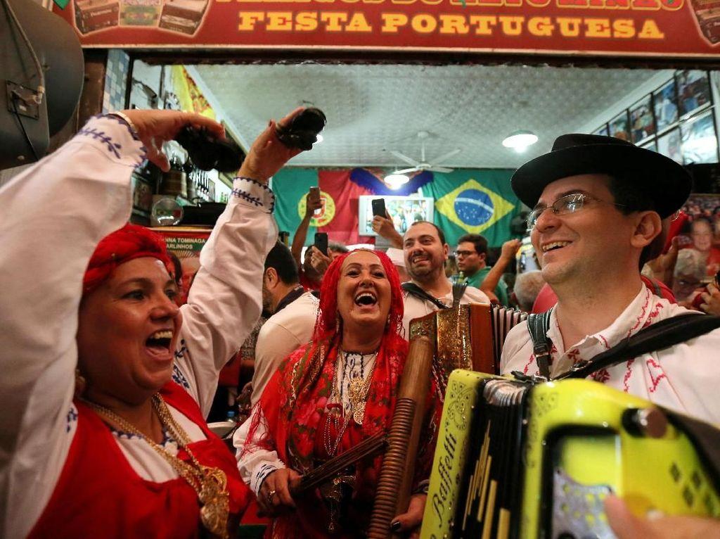 Suporter Portugal dan Spanyol Pesta Kelolosan, Iran dan Maroko berduka