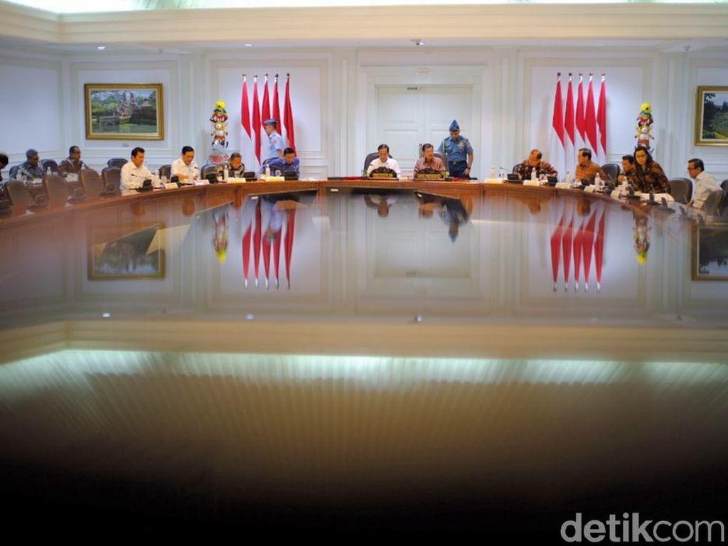 Jokowi Pimpin Ratas Bahas Kesejahteraan ASN hingga Pensiunan
