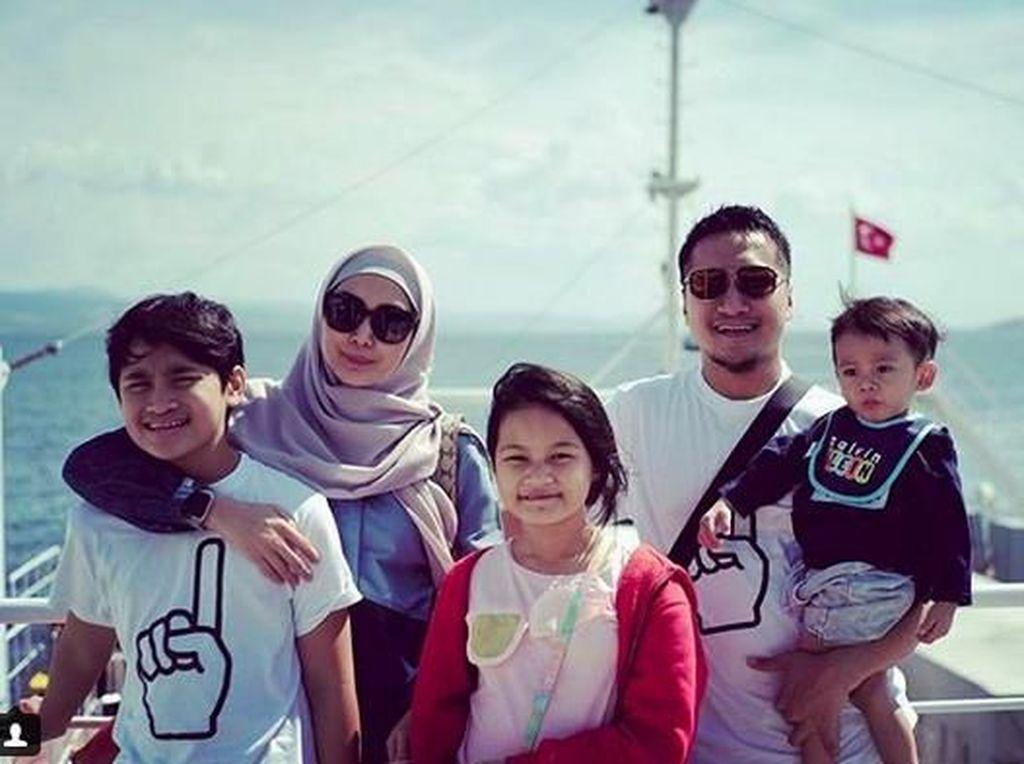 Sibuk di Ramadhan, Fenita-Arie Untung Tetap Bagi Waktu untuk Anak