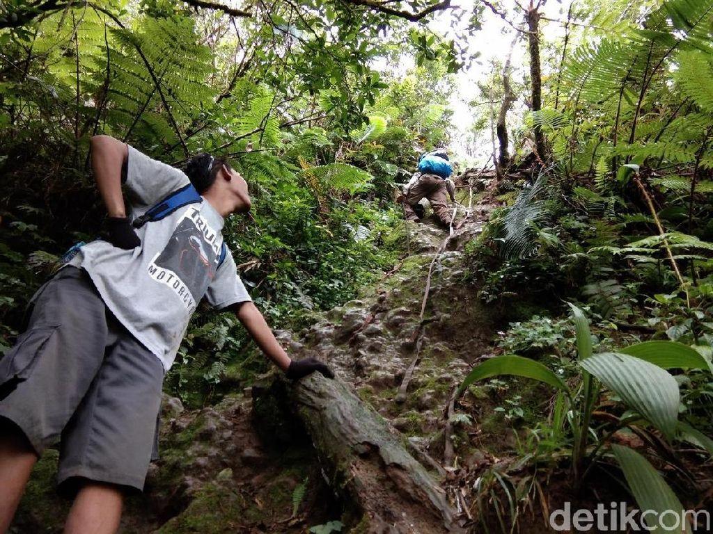 Pendek Namun Ekstrem, Mendaki Gunung Salak Via Cidahu