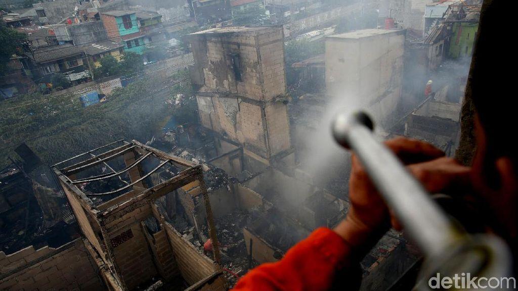 Kebakaran di Tanah Tinggi, 20 Mobil Damkar Dikerahkan