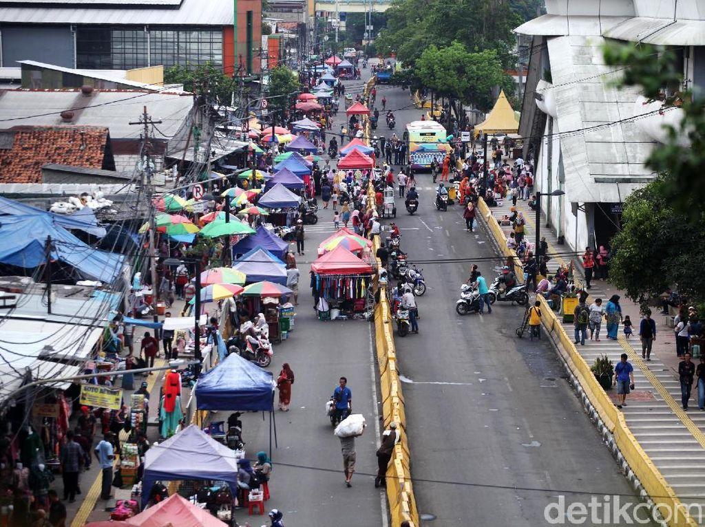 Geliat Pedagang Jalan Jatibaru Tanah Abang Usai Lebaran