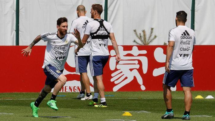 Argentina berlatih keras menjelang pertandingan hidup-mati melawan Nigeria (Foto: Tatyana Makeyeva/Reuters)