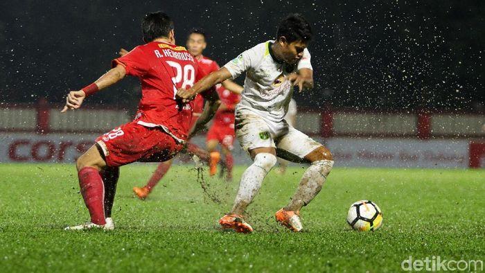 Persebaya Surabaya berimbang 1-1 dengan Persija Jakarta. (Foto: Rifkianto Nugroho)