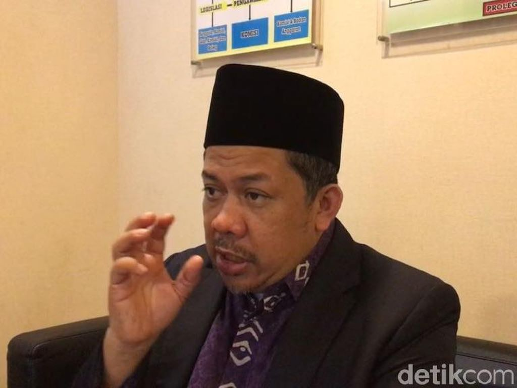 Fahri Hamzah Minta Jokowi Setop Bagi Sembako Jelang Pilkada-Pilpres