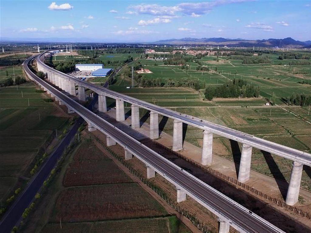 China Terus Tambah Panjang Jalur Kereta Cepat