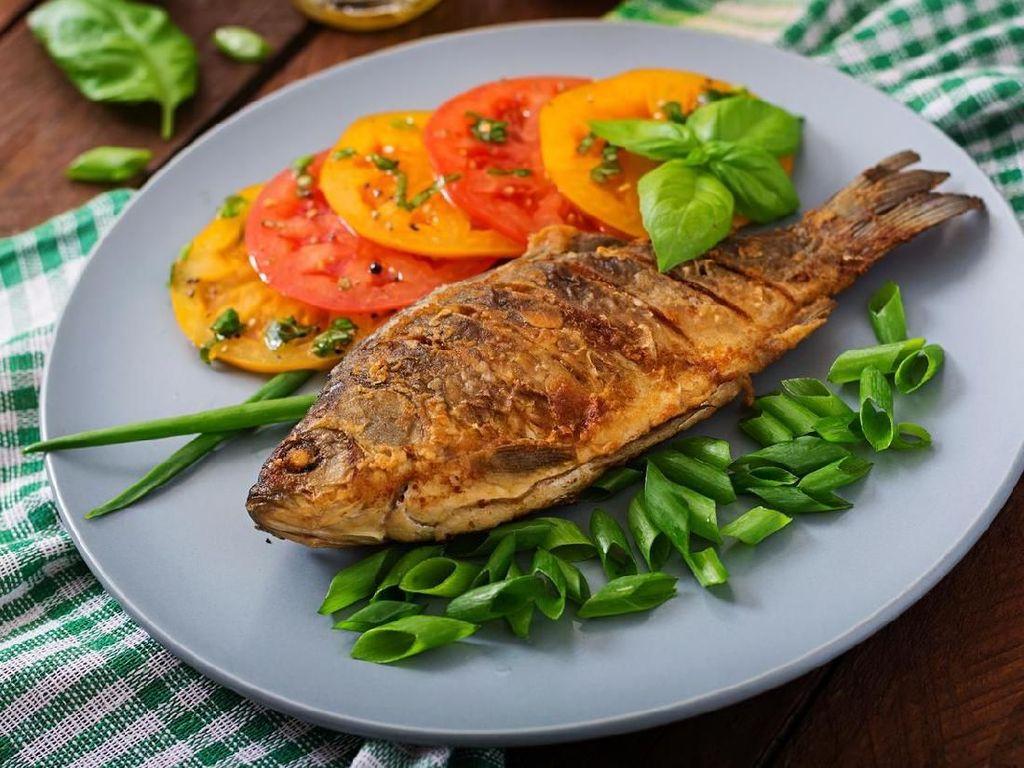 Ini Cara Goreng Ikan Agar Hasilnya Garing dan Renyah