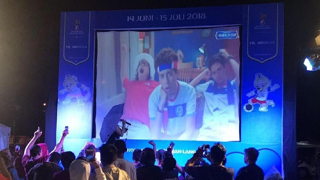 Berdendang Riang Sambil Nikmati Nobar Piala Dunia