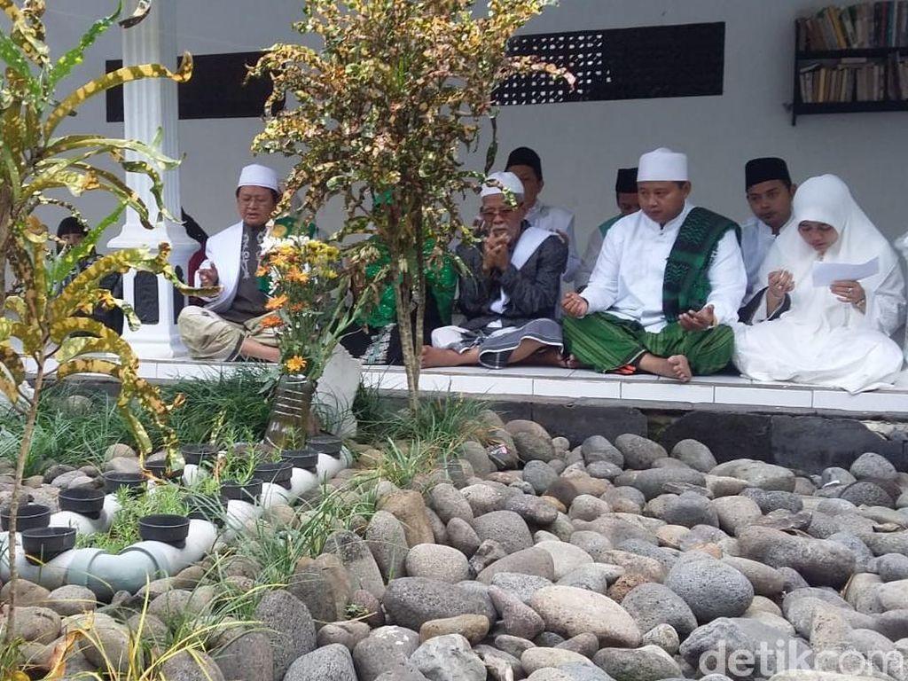 Sebelum Nyoblos, Uu Ziarah ke Makam Kakek dan Doa Bersama