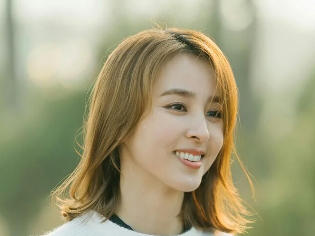 Terpukau Kecantikan Han Hye Jin, Istri Kapten Timnas Korea Selatan