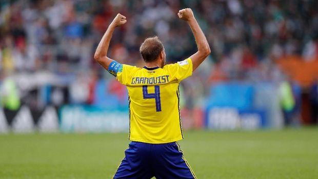 Pemain Swedia Andreas Granqvist merayakan kemenangan atas Meksiko, di Ekaterinburg Arena, Yekaterinburg, Rusia, 27 Juni.