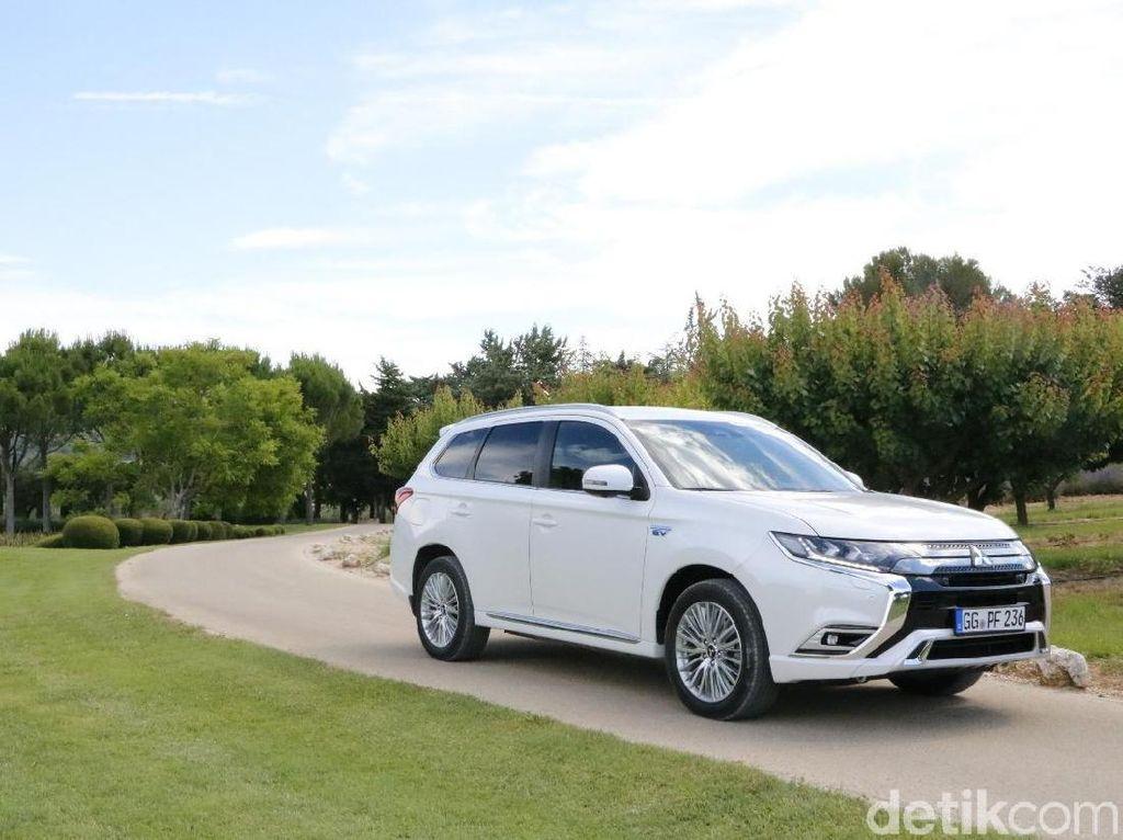 Yang Beda di Sistem Hybrid Mitsubishi Outlander PHEV