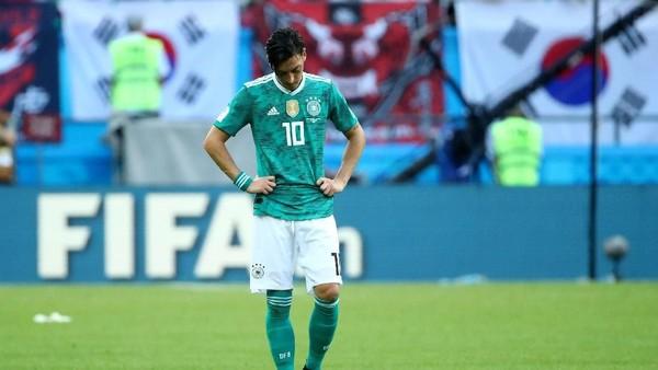 Ribut-ribut Mesut Oezil dengan Fans Jerman
