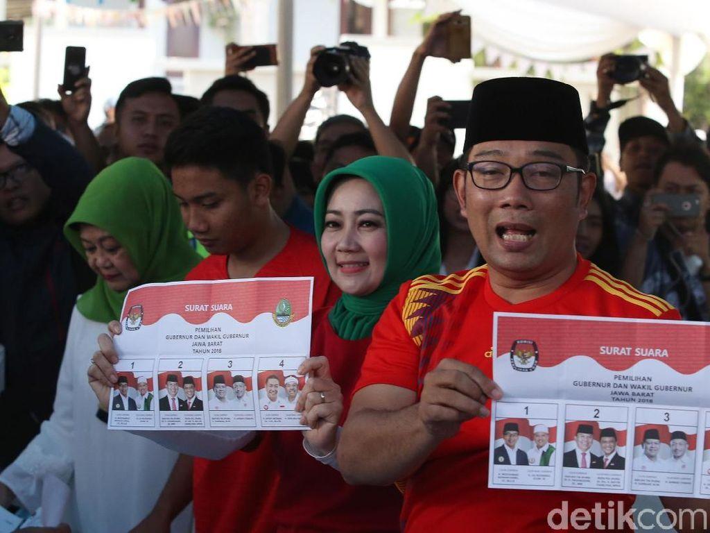 Ridwan Kamil Lengkapi Kemenangan Quick Count di TPS Sendiri