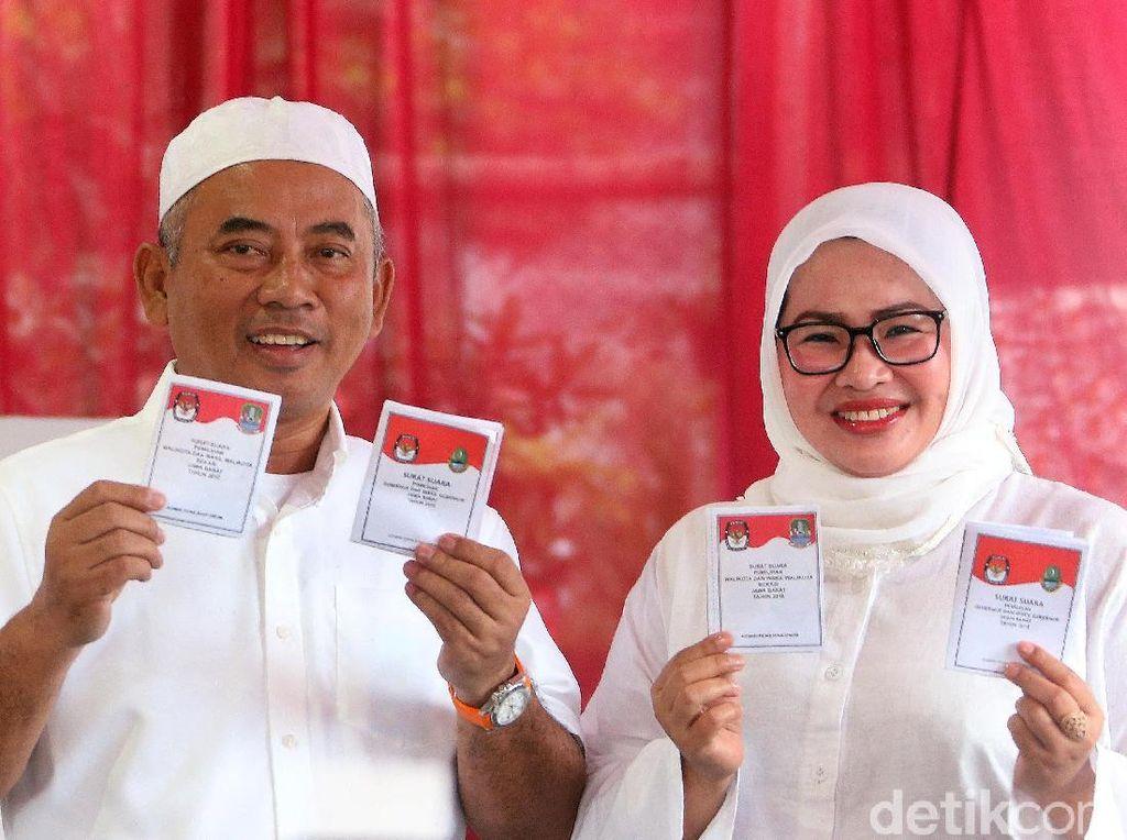 Berpeci Putih, Rahmat Effendi Nyoblos di Pekayon Bekasi