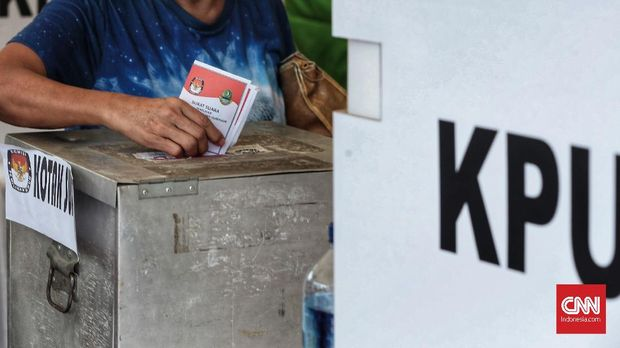 Warga Kelurahan Depok Jaya, Kecamatan Pancoranmas mendirikan Kampung Pilkada untuk pemilihan Gubernur Jawa Barat 2018, Rabu, 27 Juni 2018. Total daftar pemilih tetap warga RW3 di Pilgub Jabar mencapai 1.605 orang. Pemilih pun beragam dari pemula, lansia dan tunanetra. Panitia menyiapkan lima TPS untuk para pemilih di Kampung Pilkada. CNN Indonesia/Andry Novelino