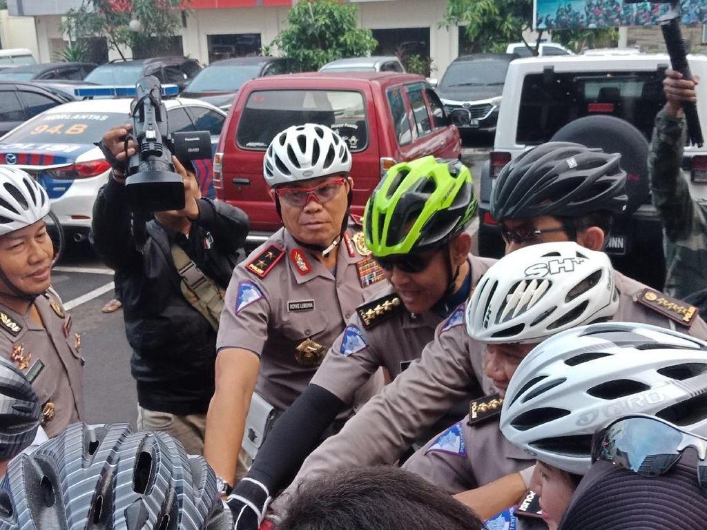 Naik Sepeda, Kakorlantas Pantau Pilkada di Tangerang Hingga Bekasi