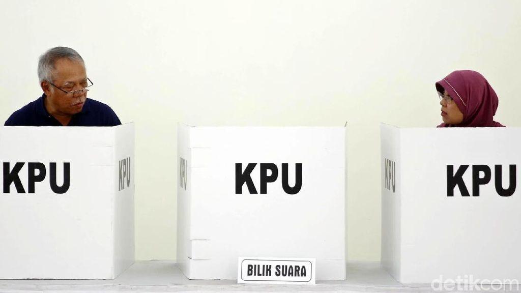 Menteri Basuki Hadimuldjono Mencoblos di Bekasi