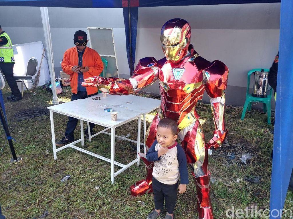 Sosok Iron Man dan Ronaldo Kawal TPS Ridwan Kamil