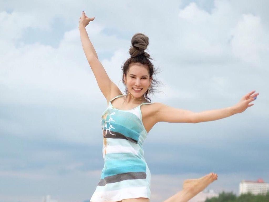 Intip Gaya Liburannya Instruktur Kebugaran Cantik Thailand