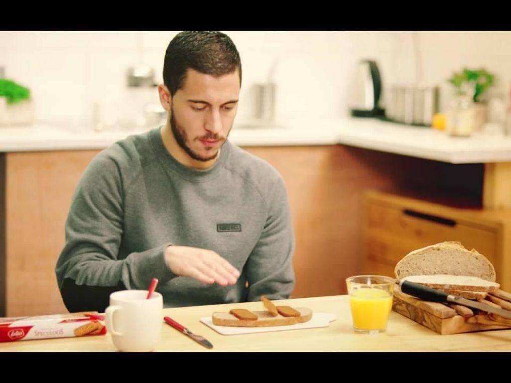 Mengintip Imutnya Midfielder Belgia, Eden Hazard Saat Ngemil Es Loli