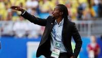 Pelatih Aliou Cisse memberikan pengarahan kepada para pemain Senegal. Reuters/Max Rossi.