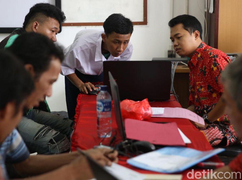 Suasana Hari Terakhir PPDB Online Tingkat SMA di Jakarta