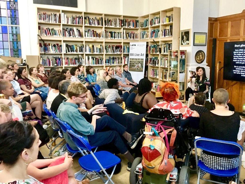 Hana Madness Isi Workshop Melukis di Galeri Bethlam Inggris
