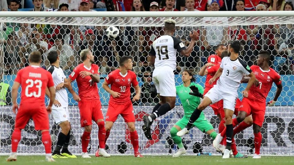 Video: Gol Bunuh Diri Lucu Kiper Swiss