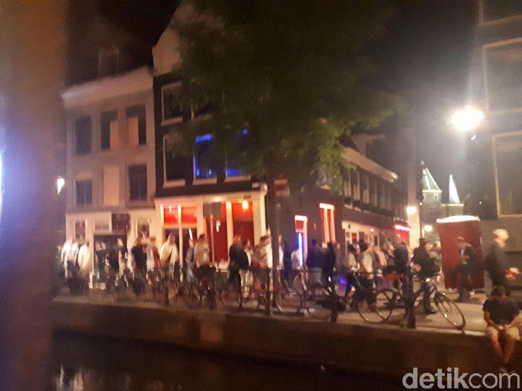 Pekerja Seks Red Light District Amsterdam Sudah Muak dengan Turis