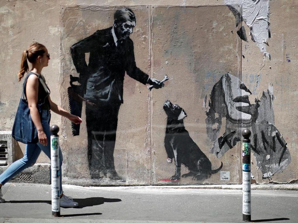 Melihat Karya Banksy yang Hebohkan Kota Paris