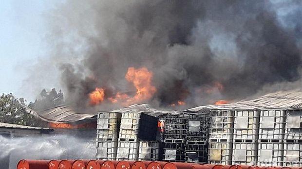 Gudang Bahan Kimia Terbakar, 9 Mobil PMK Dikerahkan