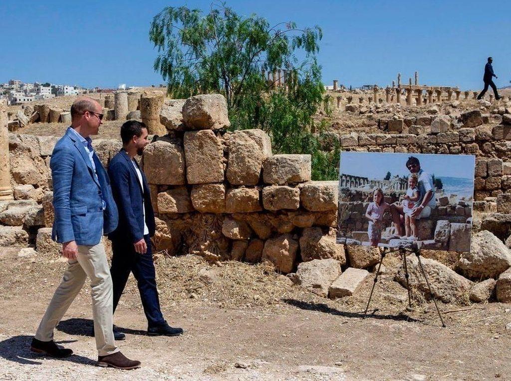 Foto: Pangeran William ke Tempat Bermain Kate Middleton Kecil di Yordania