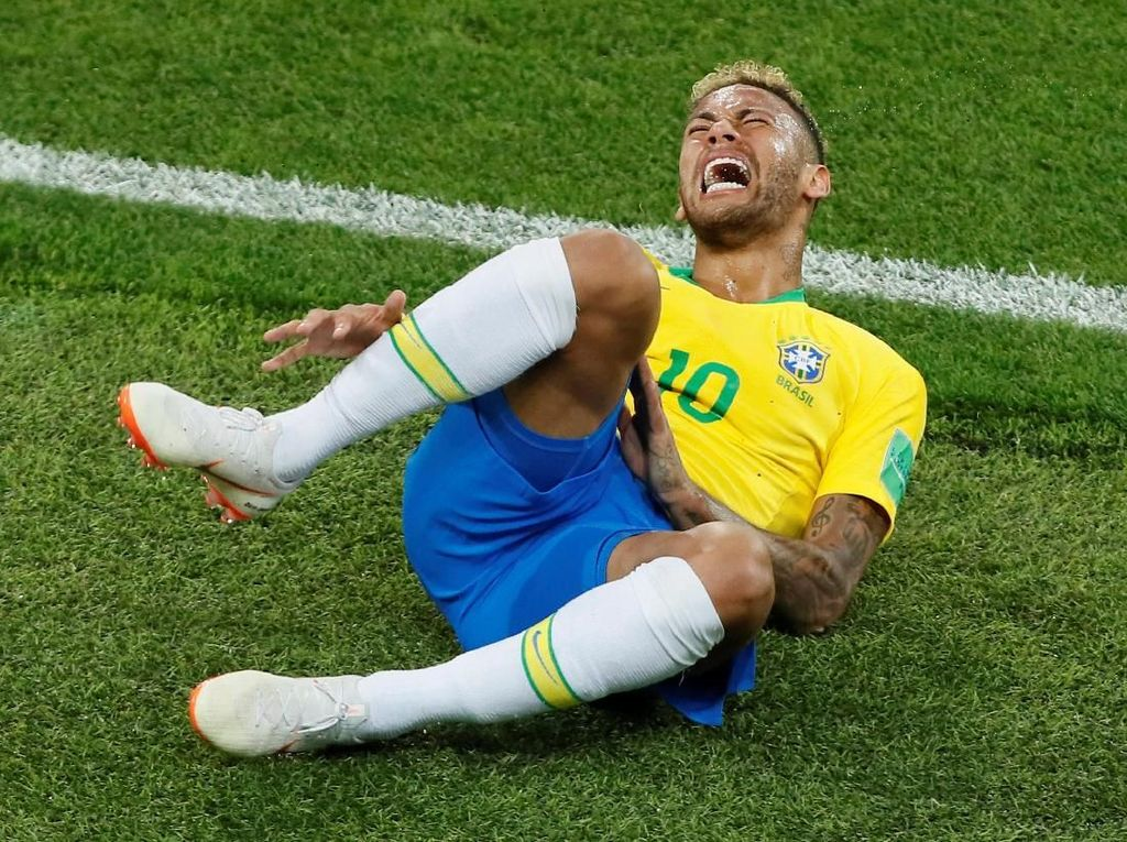 Neymar Sering Jatuh Terguling di Lapangan, Tanda Ambang Nyeri Rendah?