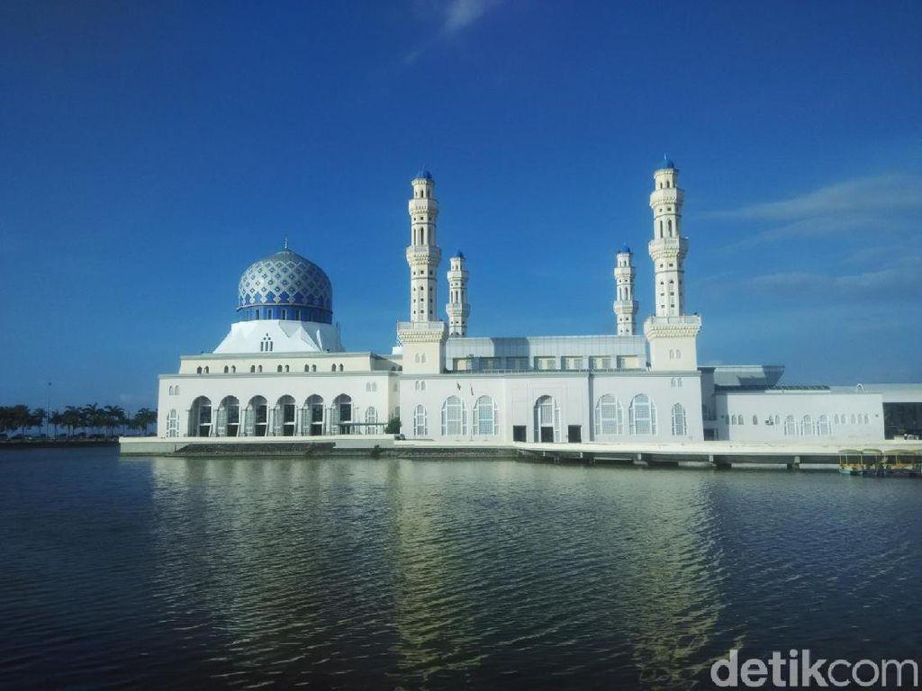 Masjid di Malaysia yang Heboh Karena Turis Joget Pakai Rok Mini