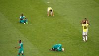 Para pemain Senegal tampak kecewa karena gagal lolos ke babak 16 besar Piala Dunia 2018. Reuters/David Gray.