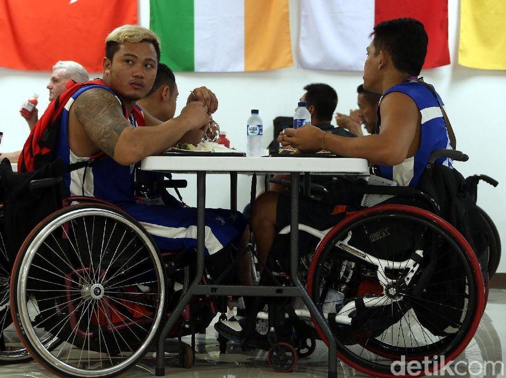 Mengintip Atlet Disabilitas Menikmati Beragam Makanan di Dining Hall