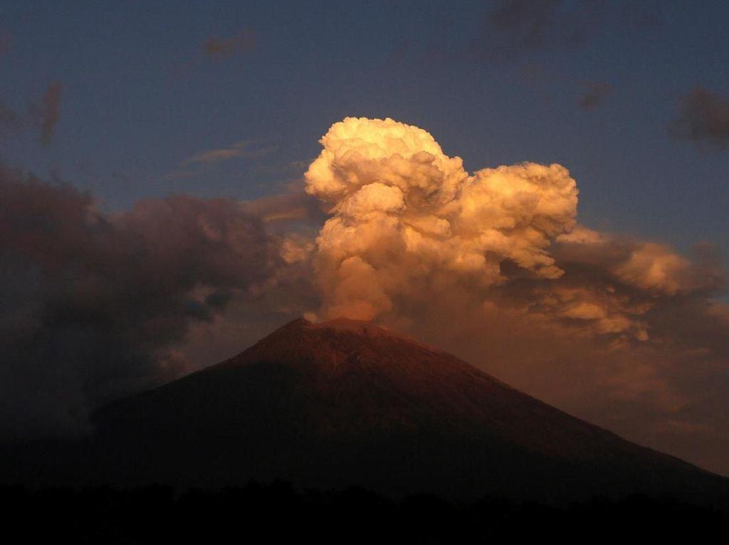 Panik Gunung Agung Erupsi, 20 Warga di Karangasem Ngungsi