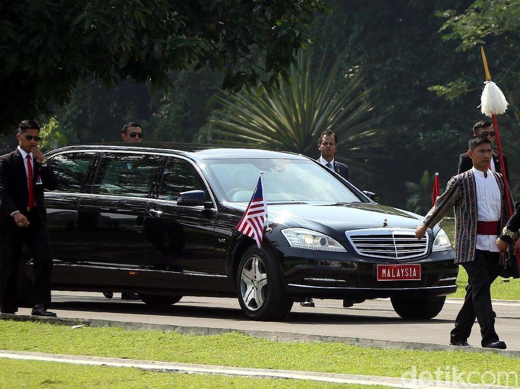 Bukan Proton, Mahathir Naik Mobil Ini Saat Bertemu Jokowi