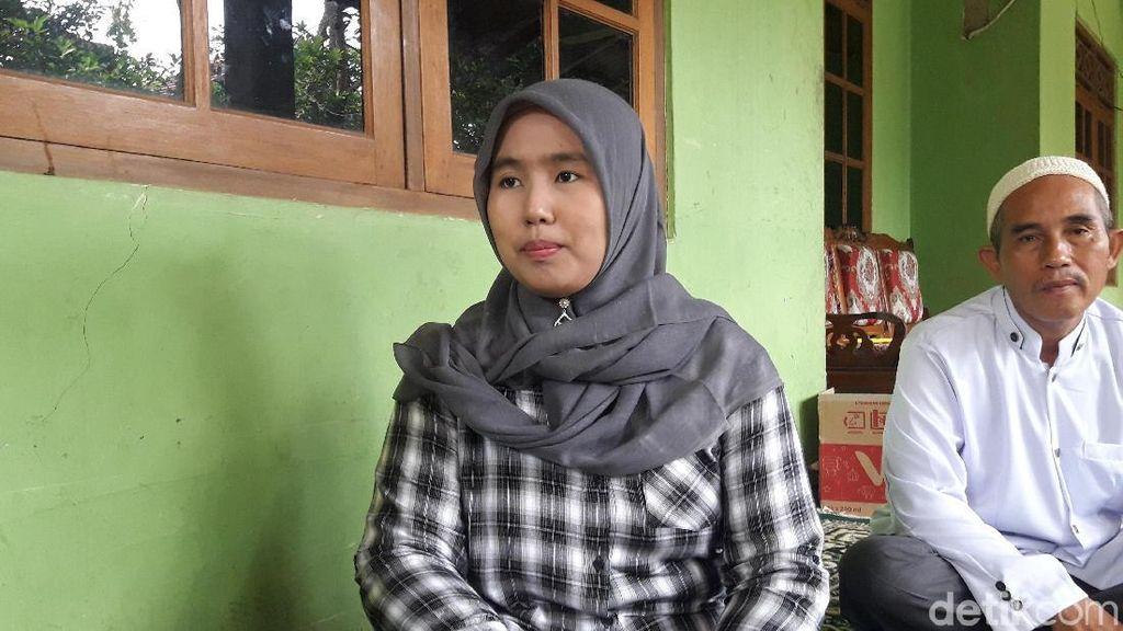 Foto: Rabiatul, Guru yang Dipecat karena Pilih Ridwan Kamil