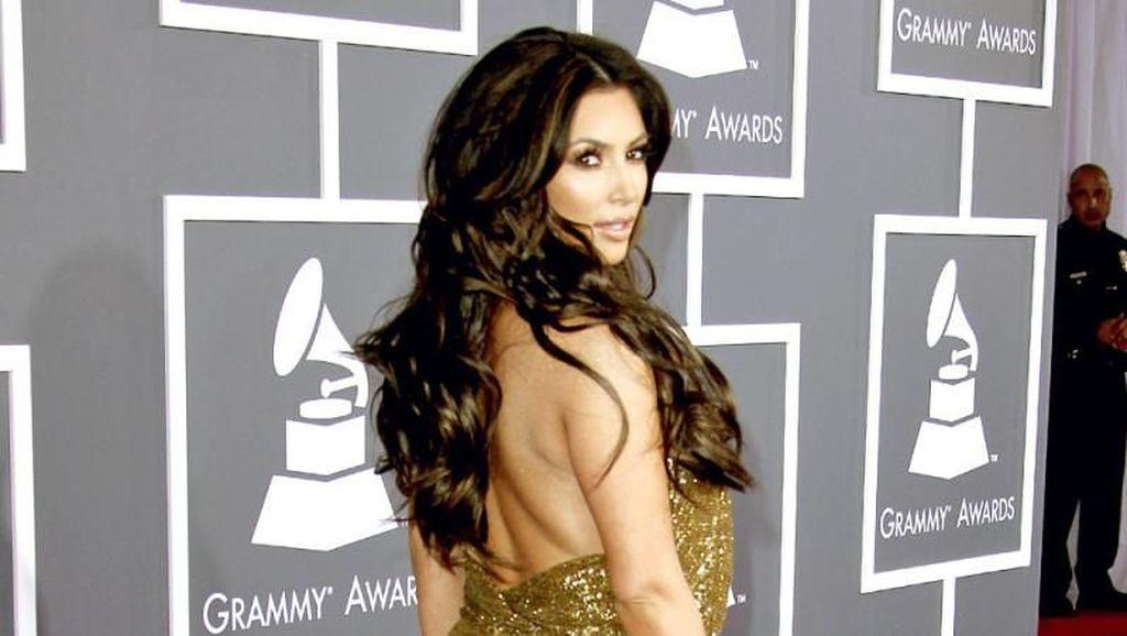 10 Momen Kim Kardashian Pamer Bokong Jumbo yang Tak Lagi Jadi Tren