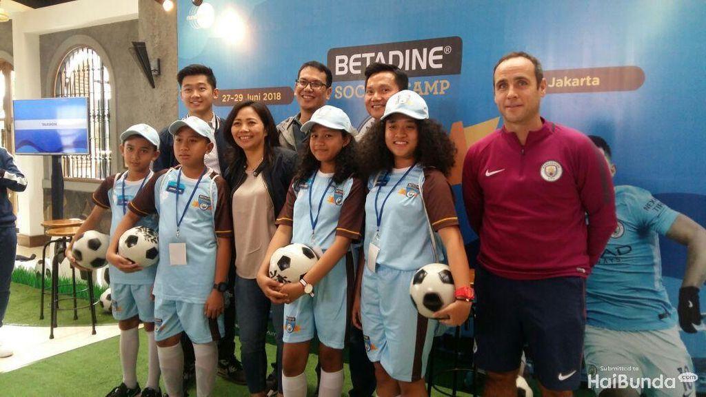 Saat Anak-anak Latihan Sepakbola Bersama Co-coach Manchester City