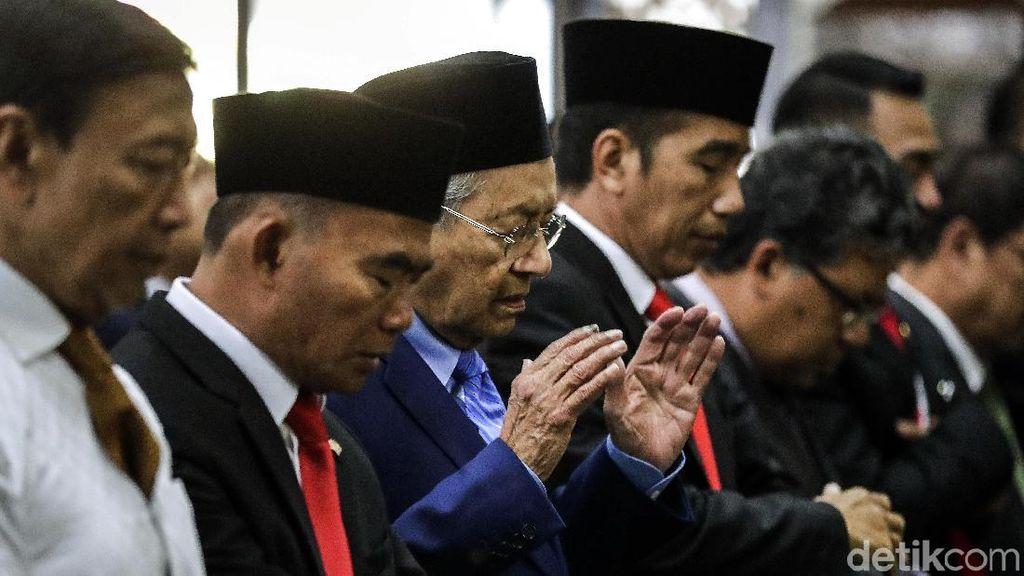 Potret Jokowi dan Mahathir Salat Jumat Bersama di Istana Bogor