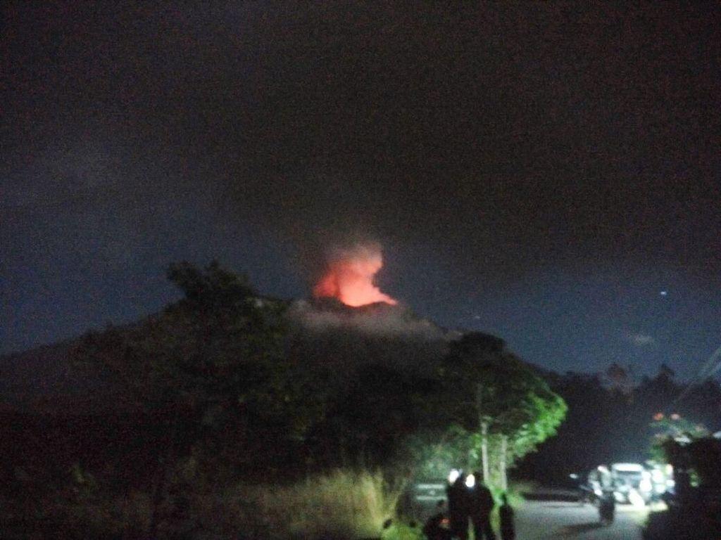 Tips Dokter Saat Kena Hujan Abu Vulkanik Erupsi Gunung Agung