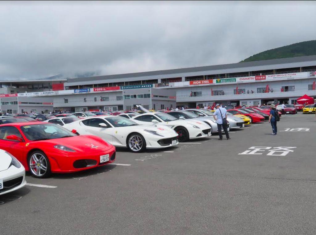 Saat Ratusan Ferrari Kumpul di Kaki Gunung Fuji