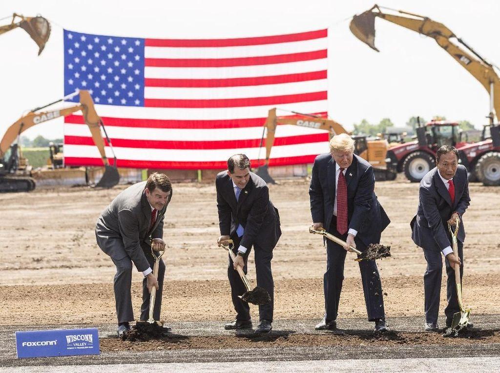 Presiden Trump Resmikan Pembangunan Pabrik Foxconn di AS