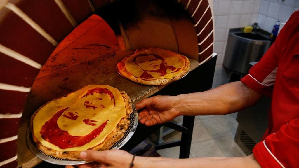 Video: Ketika Wajah Ronaldo dan Suarez Jadi Topping Pizza