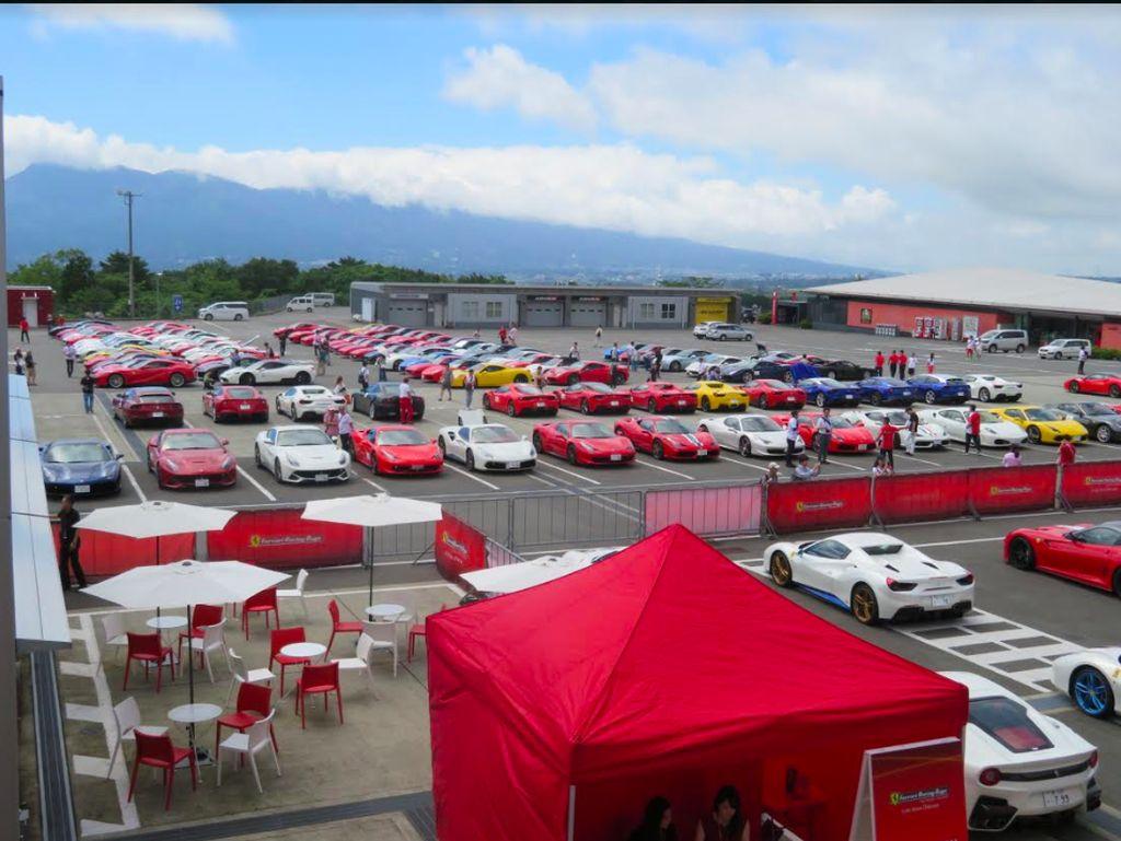 Cuci Mata Para Penikmat Ferrari di Kaki Gunung Fuji