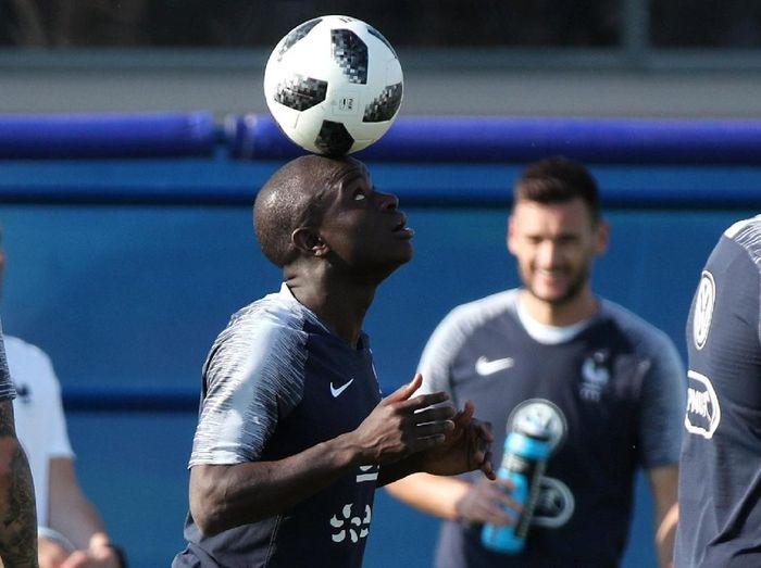 NGolo Kante tampil spesial di Piala Dunia 2018 (REUTERS/Albert Gea)